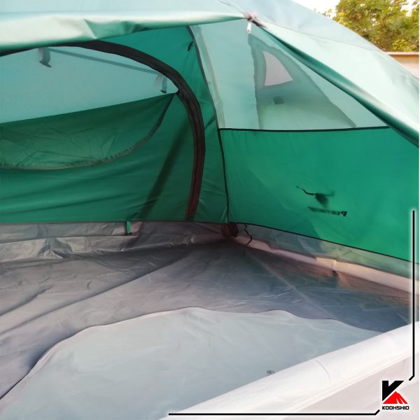 دیزاین داخل چادر کوهنوردی کله گاوی دو سه نفره مدل C2001. دارای دو تیرک آلومینیومی با وزن 2.5 کیلو گرم.