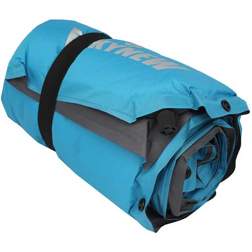 تشک بادی و زیرانداز فومی خودبادشو . رنگ آبی وزن 950 گرم. بسته بندی رنگ آبی در حالت جمع شده