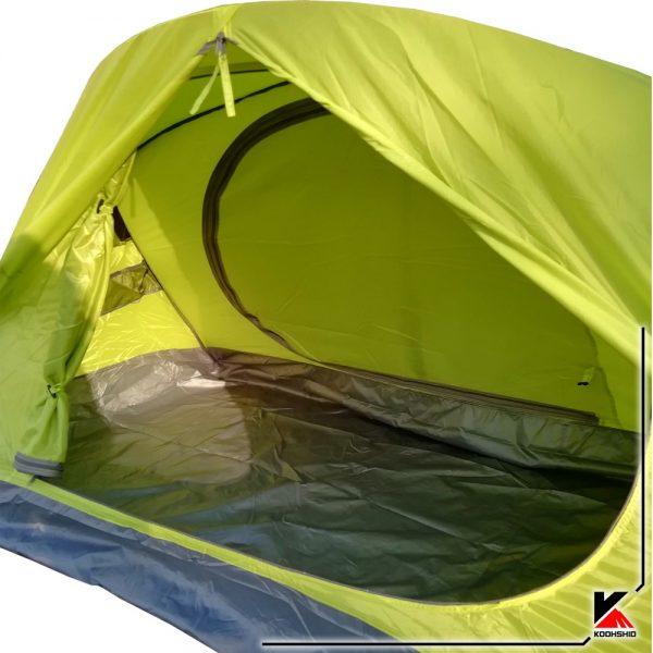 نمای داخلی چادر کوهنوردی کله گاوی دو نفره مدل K2009. دارای دو تیرک آلومینیومی با وزن2 کیلو800 گرم. رنگ سبز