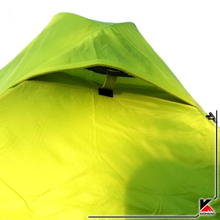 تهویه چادر کوهنوردی کله گاوی دو نفره مدل K2009. دارای دو تیرک آلومینیومی با وزن2 کیلو800 گرم. رنگ سبز
