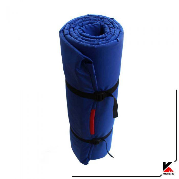 بسته بندی زیرانداز کیسه خواب کوهنوردی جنس فومی رنگ ابی کاربنی
